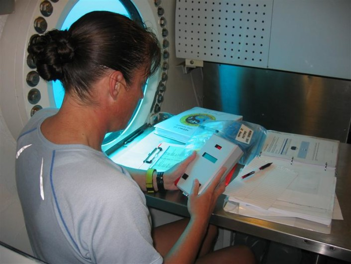 During NEEMO 12, veteran astronaut Heidemarie Stefanyshyn-Piper is shown with a Psychomotor Vigilance Test (PVT) Self Test device. Photo by NASA.
